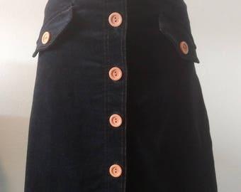 Retro 1960s-Style Skirt