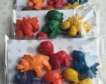 6 dinosaur shaped crayons