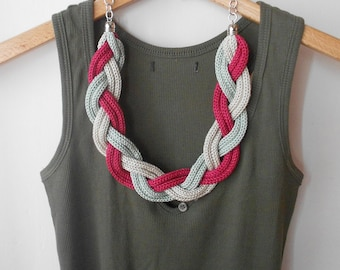 Twist and knitted fuchsia necklace