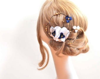 White and blue flower clip Modern fascinator Floral hair piece Navy headpiece Bridal hair clip Wedding fascinator Wedding hair accessories