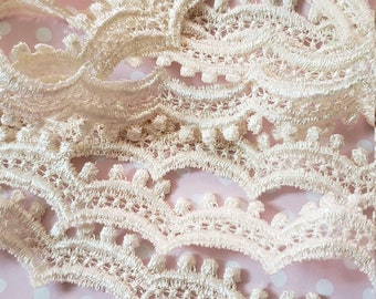Off white vintage scalloped lace