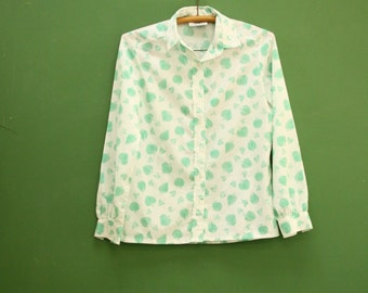 Fifties Green Leaf Blouse in Women's Size 10 (A retro polyester blouse with a fun spring botanical pattern and a 37 inch waist)