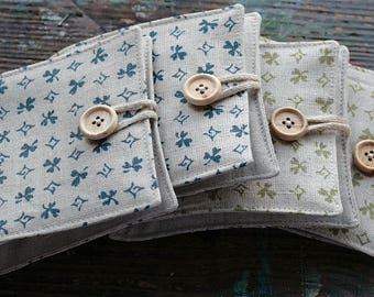 Small Linen Needle Book - Clover