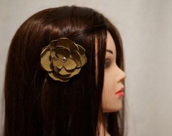 Pince fleur en cuir recyclé pour les cheveux, chapeau ou revers