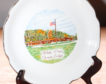 """White Pines Forest Lodge The Sabina Line Souvenir Plate -- 7.25"""" -- Gold Rim, State Park, Illinois, Forest"""