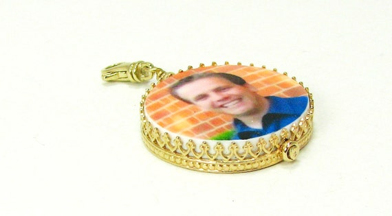 14K Gold Classic Framed Photo Pendant - Medium - FP16P1fG