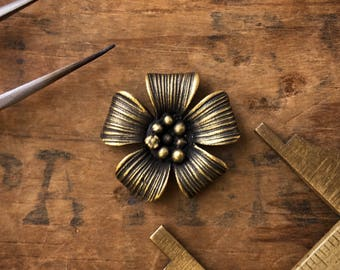 5 Petal Flower Charm Finding In Antique Gold Finish With Hidden Loop 7/8 (6pcs.) M06