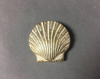 Vintage sea shell brooch / vintage brooch / shell brooch / gold tone