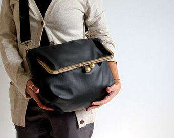 black kisslock messenger bag. black bag. messenger bag. black purse. retro bag. fold over. black handbag. vegan bag.