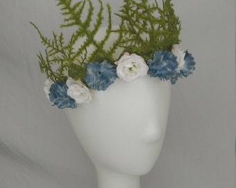 moss fern crown with blue and white flowers