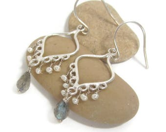 Labradorite Earrings, Pearl Earrings, Labradorite Pearl, Earrings Dainty Blue ,Earrings Gemstone Blue, Blue Flash, Blue Labradorite