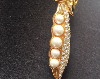 Vintage Unsigned Pea In A Pod Brooch Pin Goldtone with Pearl and Rhinestone accents