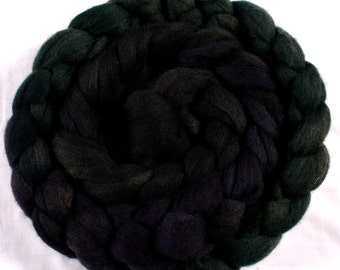 Hand-dyed Haunui New Zealand Halfbred combed wool roving (tops) - graduate dyed - 100gr Inky Mix over natural Charcoal