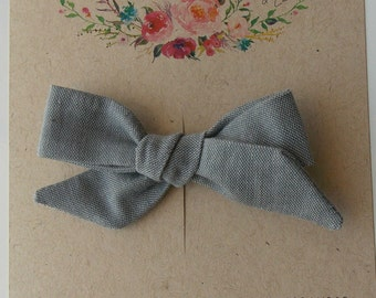Oaklie Mini Hand-Tied Bow in Gray