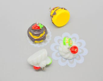 Set of 4 cake charms: 2 white and 2 chocolate