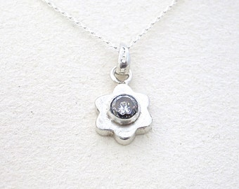Flower Necklace, Silver Pendant Necklace, Silver Necklace, Statement Necklace, Stone Necklace, Unique Necklaces, Fashion Jewelry, Necklace