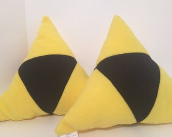 Triangle video game throw pillow