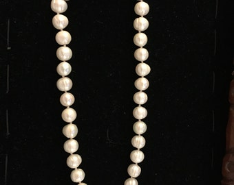 18 inch Akoya Pearl Necklace 8-9 MM 14 C Gold Clasp