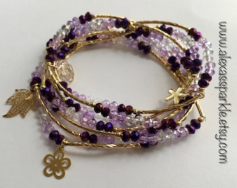 Metallic purple transcendent beaded bracelets with gold plated charms - Semanario azul metalico transendente con dijes de chapa de oro
