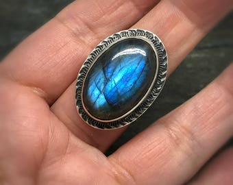 Chunky Labradorite Ring Size 8, Sterling Silver Cocktail Ring, Oval Statement Ring, Blue Gemstone, Chatoyant Gem, Artisan Made,Hammered Ring