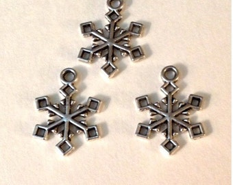 9 Snowflake Holiday Christmas Charm - Antique Silver - SC146#GW