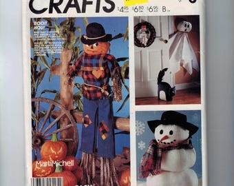 Craft Pattern McCalls P936 Home Decor Boo Ghost Cat Scarecrow Snowman Table Topper UNCUT