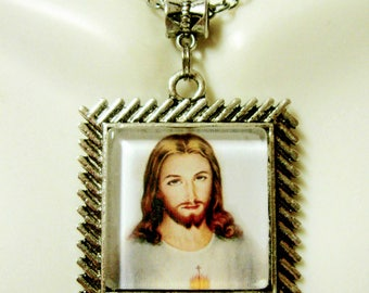 Sacred heart of Christ pendant and chain - AP05-300