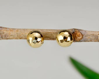 Gold hammered studs, ball earrings, tumbaga jewelry, sphere studs, elegant studs, plain jewelry , simple earrings, brass earrings, dot stud