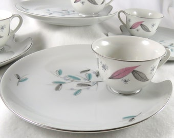 "Retro Mid Century Vintage Set of Snack Plates & Cups, ""Married"" Service for Four"