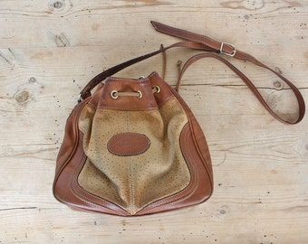 Tan Ostrich Leather Drawstring Bucket Bag, 2 Tones Purse, Crossbody Bag, Shoulder bag from the 80's / Beige and Brown