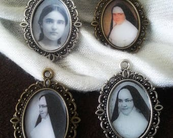 Medal mother Yvonne Aimee of Jesus cabochon (Malestroit)