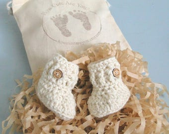 Pregnancy Announcement, Pregnancy Reveal, Grandparents, Daddy, 0-6 weeks old, Baby Booties, Baby Shower, Baby Gift, Natural Yarn