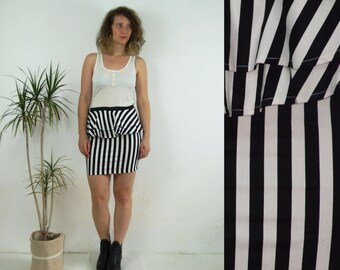 90's vintage women's black-white striped mini pencil high waisted skirt