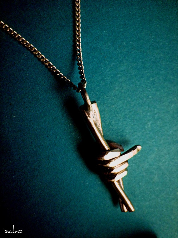 Ein Stacheldraht Halskette Widerstand Symbol Anhänger für