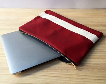 Laptop cover (size: 34cm*26cm). Other sizes upon request