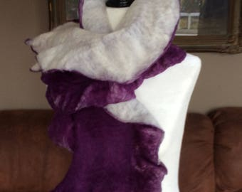 Purple and white scarf in Merino and Corriedale wool