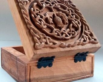 Celtic cardo caja de talla en madera, talla en madera hecha a mano, 4,6 x 4,6 x 2,2 en.