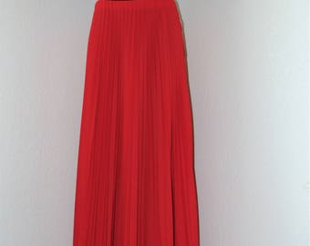 Vintage 1970s Long Red Pleated Skirt in size 18