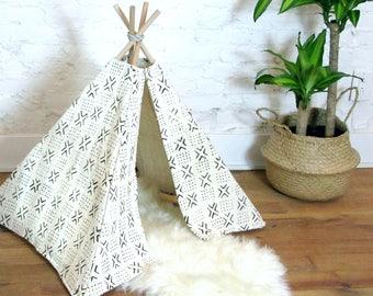 White Mudcloth Pet Tipi / Dog Tipi Cat Tipi Pet Teepee Pet Tent Black Cream Natural Dye Hand Woven Organic Raw Cotton African Mud Cloth Tipi