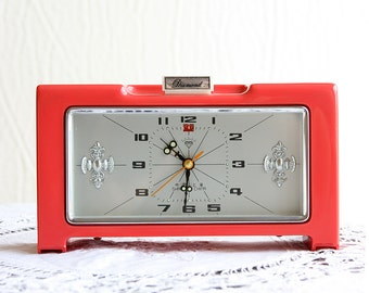 Vintage alarm clock Working 1970's retro mechanical table clock Coral red wind up shelf clock home decor Diamond Shanghai china mantel clock