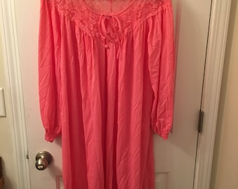 Miss Elaine 1960s robe