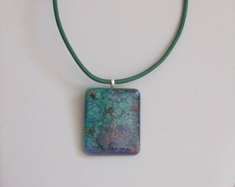 Necklace rectangular resin with inclusion