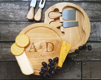 Cheeseboard - Couples Initials Cheeseboard - 00162