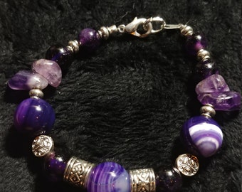 Dyed Agate and Amethyst Bracelet