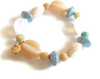 "Ivory and blue bracelet ""Marguerite"" made of reel Czech beads"