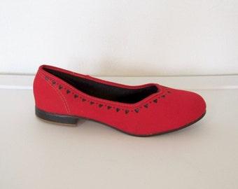 1950s U.S. Kedettes Shoes / Red Canvas Slip Ons w/ Heart Design / Women's Vintage 50s Keds / Size 5 1/2