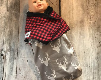 Small cocoon, Sleeping bag, sleep bag, swaddling blanket, Newborn (0-3 months) Gray deer and red / black tiles, soft black interior