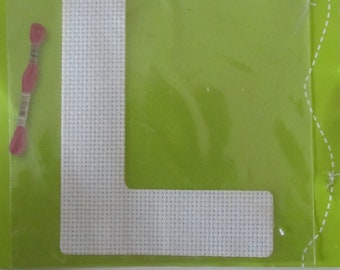 Letter textile to customize with wire, beads, Ribbon, buttons - DMC - L - Aida canvas