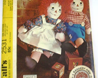 Raggedy Ann and Andy Stuffed Dolls in Three Sizes with Transfer for Embroidery Vintage 1970s McCalls Pattern 2531 UNCUT