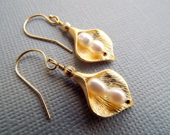 GOLD CALLA LILY Flower Earrings -24K Gold Vermeil Earwires - Pearl Earrings - Wedding Earrings -Bridal Earrings- White Pear l- byLaurieB